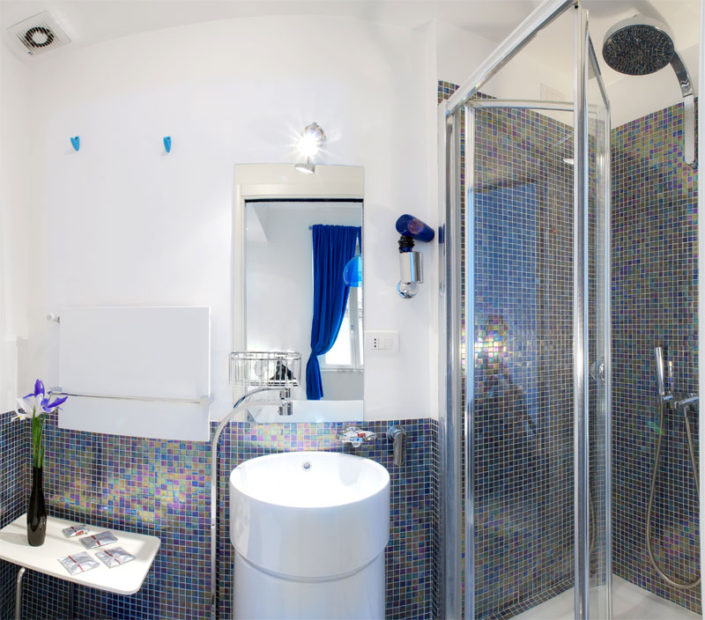 Blue room, bathroom